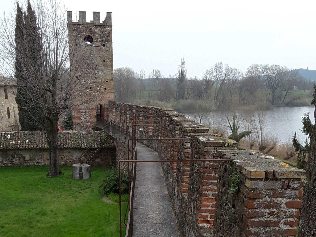 Mura del Castello di Castellaro Lagusello