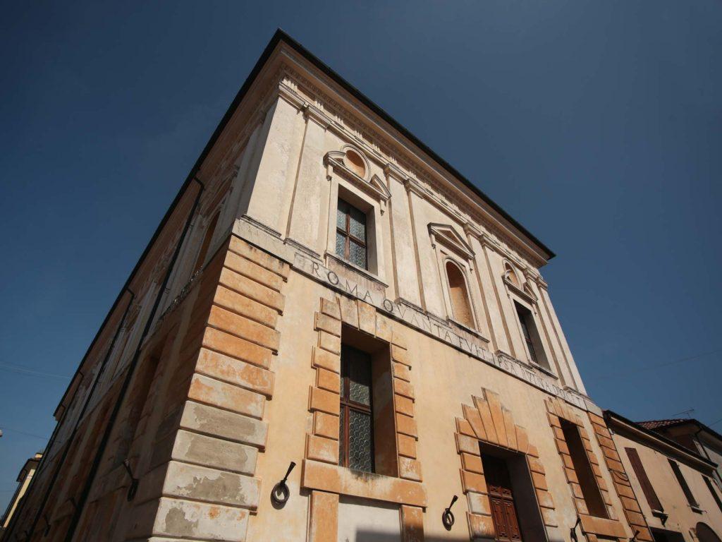 Facciata del Teatro all'Antica di Sabbioneta, Mantova
