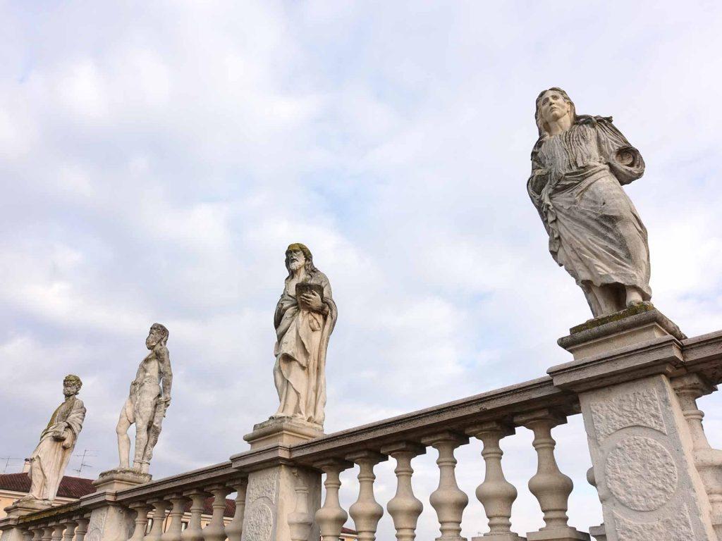 Statue di San Benedetto Po